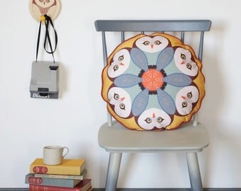 Owl patterned round cushion pillow