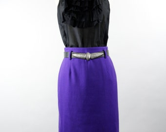Vintage Womens Grape Purple Wool Pencil Skirt by Saks Fifth Avenue Made in Italy Circa 1980s.  Size 5