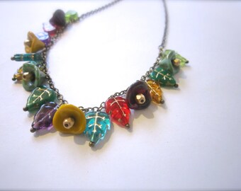 Leaves and flowers bead necklace
