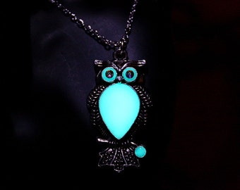 Beautiful OWL Pendant glow in the dark