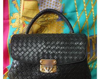 Vintage Bottega Veneta intrecciato woven leather handbag purse in dark green. mossgreen. Gorgeous masterpiece  from Bottega.