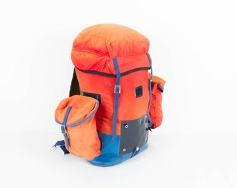 Vintage ombre orange red backpack rucksack / big orange blue backpack / hiking climbing / shoulder bag / 1970s 70s / huge bag / school bag