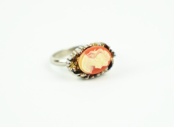 Vintage Cameo Ring/Vintage Jewelry