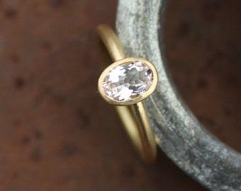 Ring with Morganite 18k - Engagement