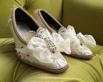Marie Antoinette Shoes Heels Rococo Baroque Renaissance Costume Beige Fawn Champagne Ivory French Lace Custom Bespoke Bridal Appliqué Pearls