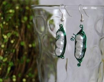 Green 3 Peas in a Pod Earrings