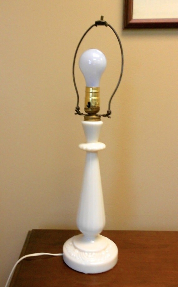 Vintage Aladdin Alacite Electric Table Lamp by ...