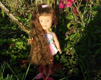 Dolly surprise made by Playskool growing hair doll 1987 brown hair blue lavender eyes works great.