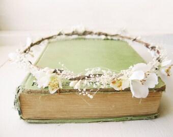 Baby's breath flower crown, Rustic wedding crown, Hair wreath, Floral headpiece, Floral headband, Ivory - LINDY