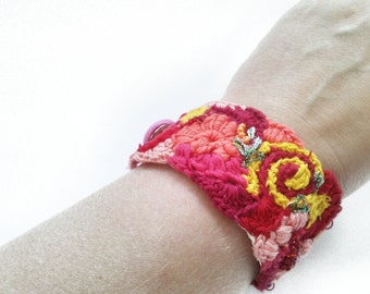 Crochet bracelet embroidered cuff with hand embroidery, different red/yellow tones, gift for women, with button, bracelet,