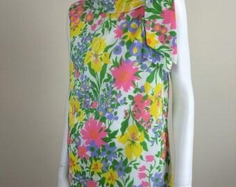 cheerful flower print crepe shift dress w/ neck scarf