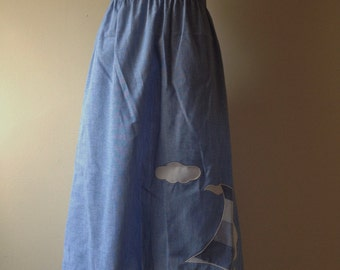 80s / 90s Blue Chambray Sailboat Applique Skirt / High Waisted Skirt ; Novelty Skirt / Kitschy Skirt / Nautical Print / Size Medium M
