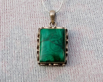 Stunning Vintage Silver Pendant with a Malachite gem.   With Silver Chain.