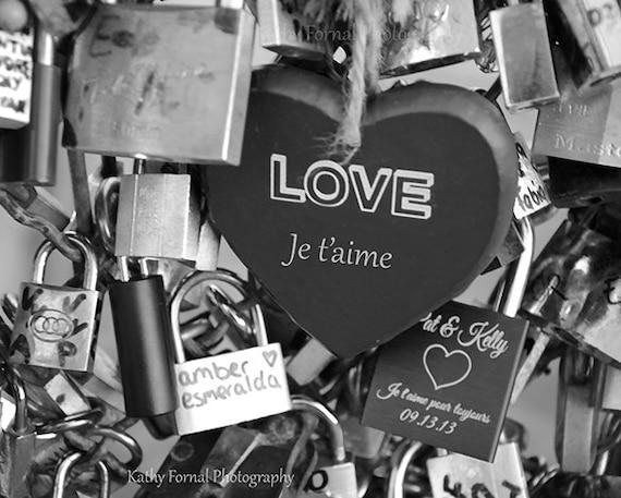 Paris lamour serrures print paris photographie noire blanc - Photo romantique noir et blanc ...