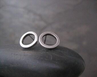 Silver circle stud earrings - minimalist