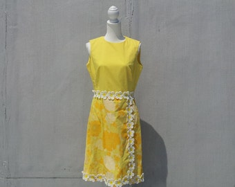 1960s Yellow Floral Fit and Flare 60s Dress Vintage Lilly Daisy Lace Cotton Sundress Wrap Skirt Large Sleeveless Summer Garden Party Dress