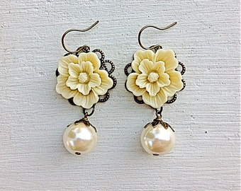 Cream Pearl Earrings/Cream Earrings/Ecru Earrings/Pearl Earrings/Sakura Flower Earrings/Rustic Wedding Earrings/Bridesmaid Earrings
