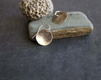 Med Sterling Silver Round Disk Dangle Drop Earrings Circle Minimalist Rustic Oxidized Hammered Textured Metalwork Jewelry