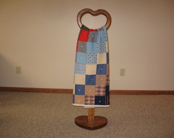 Heart Shaped Quilt Display Stand Rustic Country Style