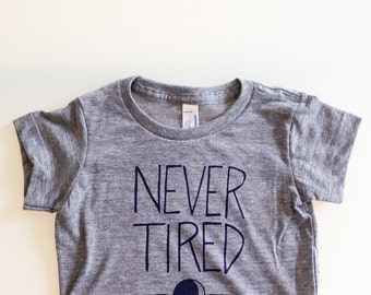 Never Tired - funny baby shirt sz 6-12m - heather grey/navy