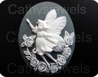Single Unset Loose White on Gray Faerie Cameos 40x30