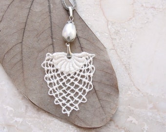 Needle lace Necklace Bridal Pearl Necklace and Marie Antoinette