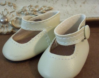 Vintage / Bone Colored Mary Jane Style Doll Shoes / One Pair