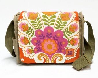 Peggy - canvas saddle bag | Retro Shoulder bag upcycled with original vintage fabric by EllaOsix