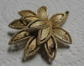 Avon Goldtone Flower Brooch