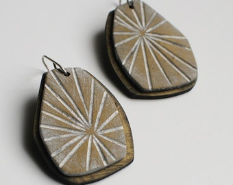 Starburst dangle earrings in antique brass