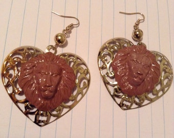 LIONESS LION LEON brown fall winter heart shaped  paint earring jungle animal tamer circus wild species africa african amazon amazonian