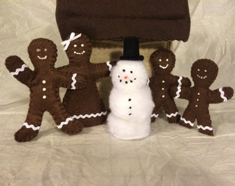 "Gingerbread House with bendable 4"" dolls"