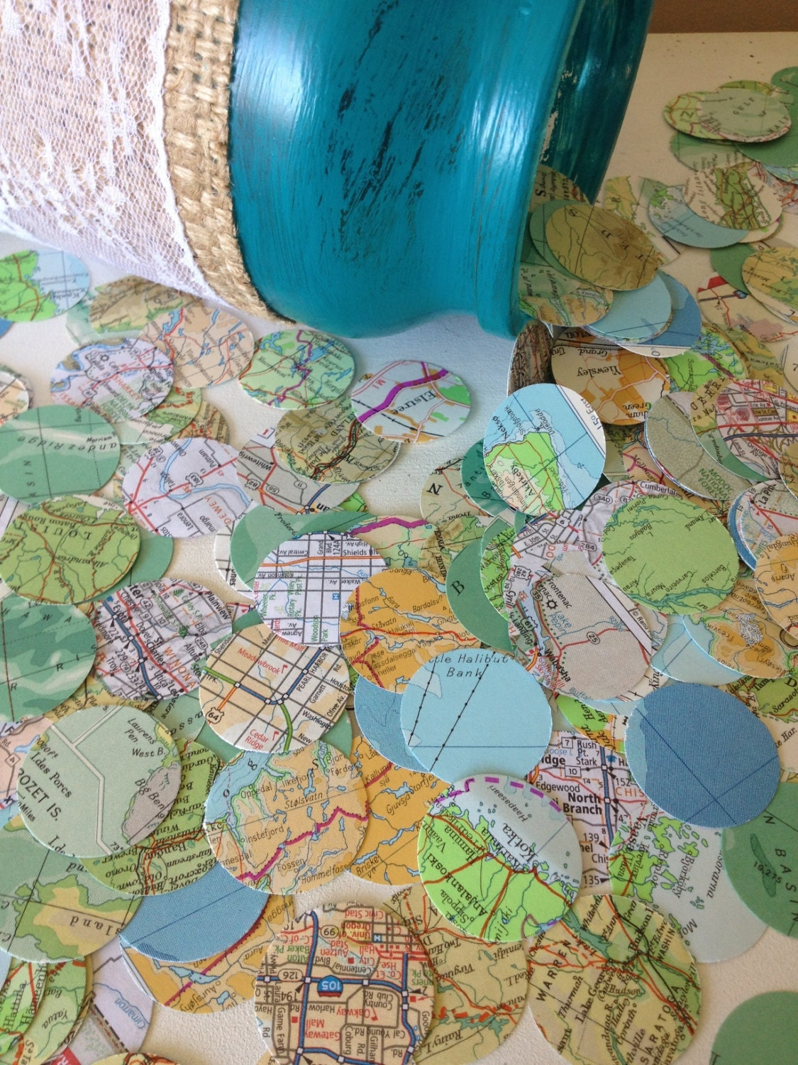 Vintage atlas map wedding confetti shabby chic wedding for Deco sejour shabby