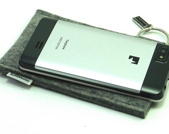 Fairphone sleeve in thick felt, 100% wool, handmade in the Netherlands