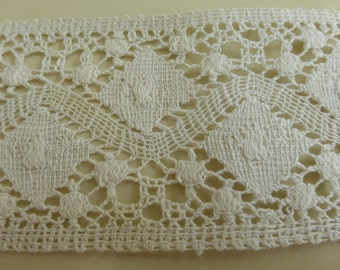 Antique Linen Lace from the Early 20th Century  2 Yards 33 Inches   2 1/2 Inches Wide  Natural Color  L349