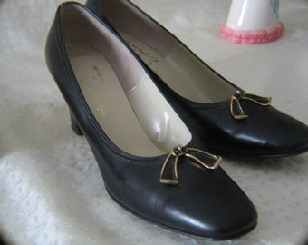 Vintage Black Leather Pumps with Bows - Size 7A
