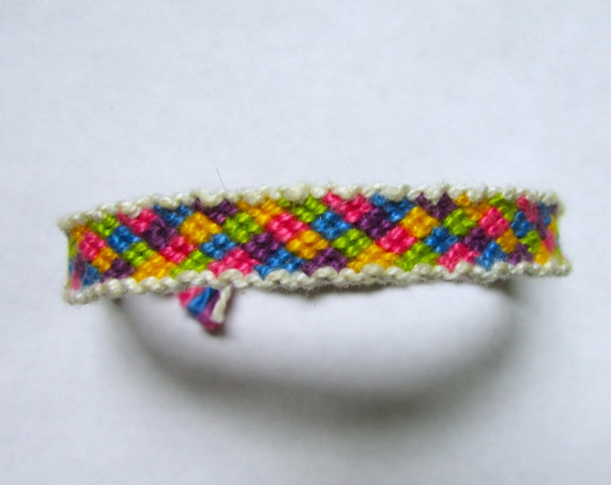 Bordered Quilt Pattern-Handmade Friendship Bracelet