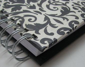 Mini Journal/ Gratitude Journal/ Pocket Size/ Grateful Journal/ Daily Gratitude/ Thankful Journal/ Year Journal/ 1 year/ Black Damask