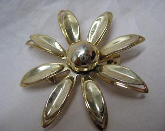 Flower Gold Brooch Pin Vintage