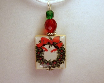 CHRISTMAS JEWELRY / Wreath Scrabble Pendant / Beaded / Charm / Necklace