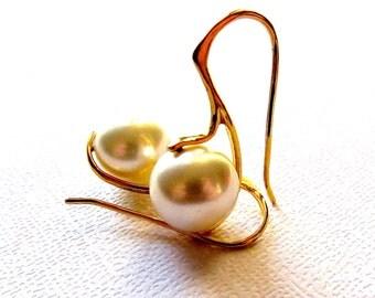 Gold Earrings, Pearl earrings, white pearl, wedding jewelry, modern earrings, bridal earrings, simple earrings, handmade by Cute Jewels