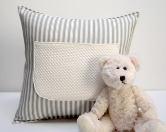 pocket pillow with bear ( striped )