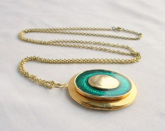Green Locket Necklace Vintage Oval Goldtone Pendant Inset Green Enamel