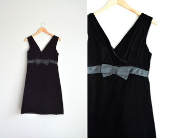 SALE / vintage '60s black VELVET v-neck front & back formal/party dress with satin BOW. size s m.