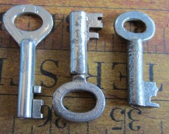 Skeleton Keys - Vintage Antique keys-  Barrel keys- Steampunk - Altered art J9
