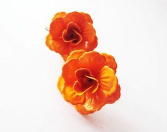 Orange rose earrings.  Bronze earrings.  Pumpkin orange rose earrings.  Vintage look.  Flower earrings. Rose jewelry.