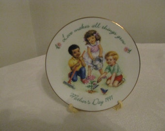 "Vintage 1991 Avon Mother's Day Plate ""Love Makes All Things Grow"" Mint Cond"
