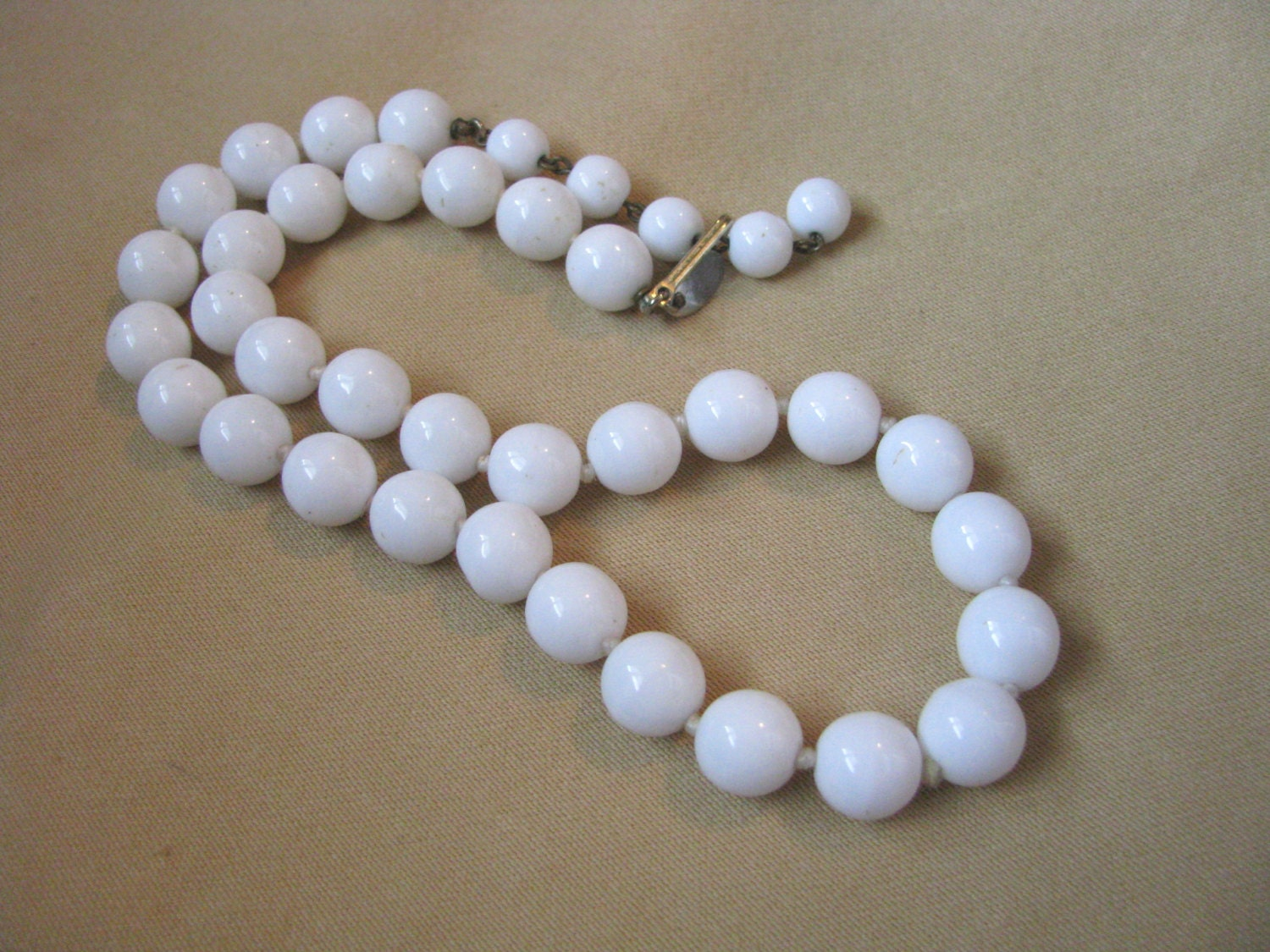 vintage les bernard white glass bead necklace knotted