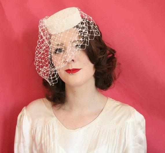 Bridal headpiece - Round pillbox hat- wedding hat with veil - bridal hat - vintage style wedding hat
