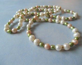 Tricolor continuous fresh water pearl necklace. 74 cm / 29'' in long.